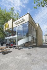 55765162e58eceaa2a0000c7_mcdonald-s-pavilion-on-coolsingel-mei-architects-and-planners_mei_mcdonalds_jeroenmusch_4391