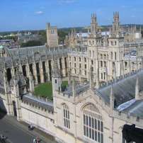 Oxford, universidades obra da Igreja na Idade Media