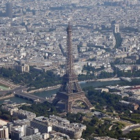 vista-aerea-da-torre-eiffel-em-paris-1381683913103_1920x1080